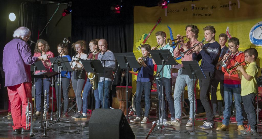 Clarinétistes et trompétistes, lors de la fête de l'école