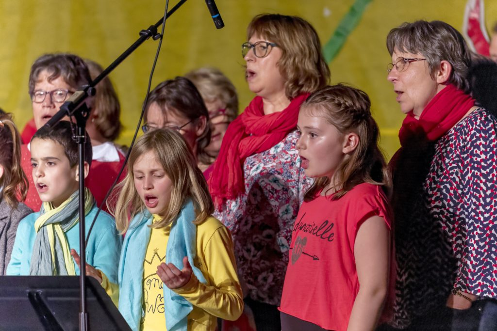 chorales ado et adultes, lors de la fête de l'école