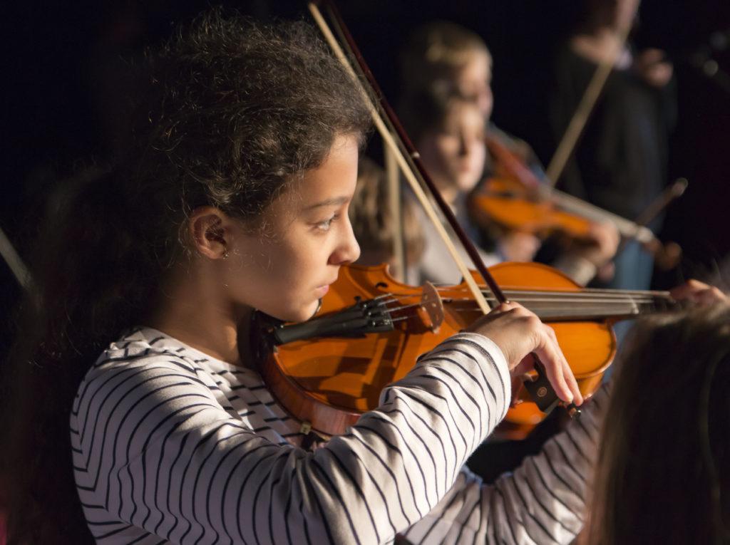 Violoniste, lors de la fête de l'école