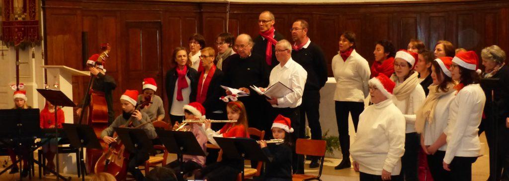 Orchestre et chorale lors du concert de Noël