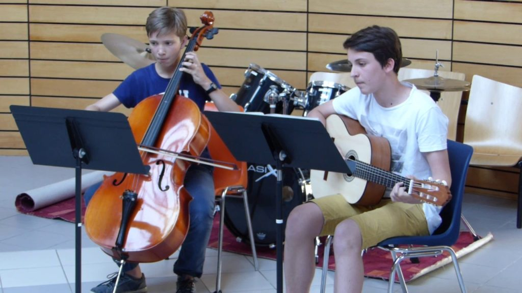Morceau de violoncelle et guitare