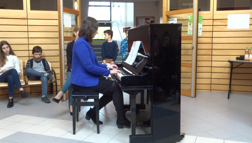"""Morceau de piano """"Roméo et Juliette"""", de Nino Rota, interprêté par Lucie"""